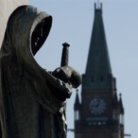Veritas (Truth) guards the entrance of the Supreme Court of Canada as the Peace tower is seen in the background in an April 25, 2014 photo in Ottawa. THE CANADIAN PRESS/Adrian Wyld