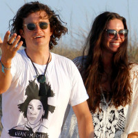 Orlando Bloom have a good time with Erica Packer and friends at restaurant in Formentera