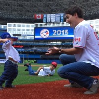 justin-trudeau-and-son-at-the-ball-park