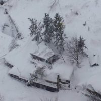 italy-earthquake-avalanche