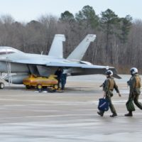 us-navy-super-hornets-and-pilots